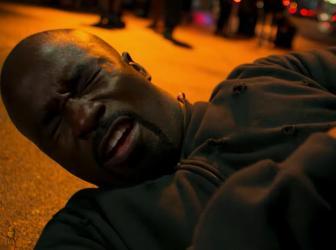 A Luke Cage se le subió la fama en su segunda temporada