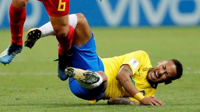Hasta en PES 2018 se burlan de Neymar
