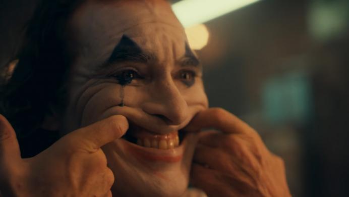 Joaquin Phoenix demuestra que tiene madera para el Joker en su primer tráiler